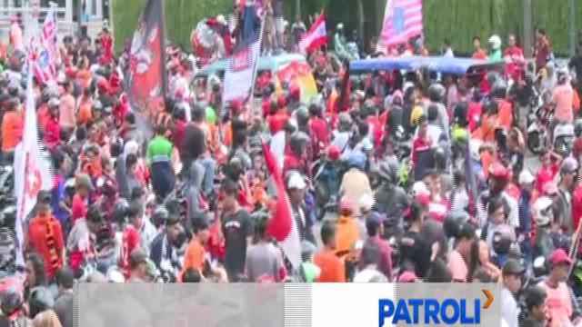 Ribuan Jakmania antusias iringi pawai kemenangan Persija yang juarai Liga 1 Indonesia.