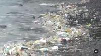 Tumpukan sampah di tepi Pantai Bilik Sijile membuat kewalahan pihak Taman Nasional Baluran, Jawa Timur (dok.instagram/@tamannasional_baluran/https://www.instagram.com/p/CJpximyguuE/Komarudin)