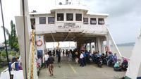 Penyeberangan Ujung Pelabuhan Tanjung Perak Surabaya. (Foto: Dian Kurniawan/Liputan6.com)