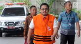 Pengacara Arif Fitrawan tiba untuk menjalani pemeriksaan di gedung KPK, Jakarta, Rabu (12/12). Arif Fitrawan menjalani pemeriksaan perdana setelah ditetapkan sebagai tersangka dugaan suap penanganan perkara di PN Jakarta Selatan. (Merdeka.com/Dwi Narwoko)