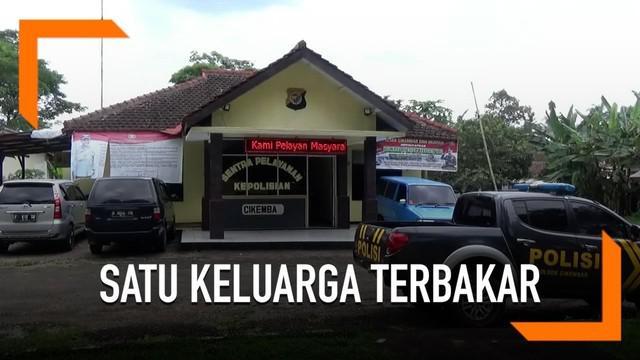 Polisi mengungkapkan fakta baru terkait tewasnya satu keluarga yang terbakar di Sukabumi.