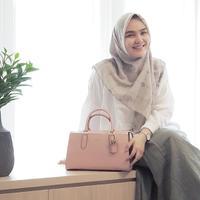 Hijab menutup dada Ria Miranda. (Foto: instagram/ riamiranda)