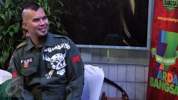 Balon Gubernur DKI, Ahmad Dhani menghadiri Tasyakuran Harlah ke-17 Garda Bangsa, Jakarta (11/3). Tasyakuran tersebut juga dilakukan serah terima jabatan  Hanif Dhakiri kepada Cucun A Syamsurizal sebagai ketum DKN Garda Bangsa . (Liputan6.com/Johan Tallo)