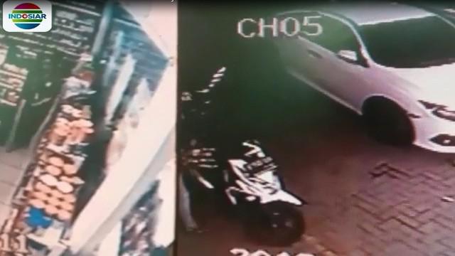 Rekaman video aksi pelaku dipotong hanya sekitar 30 detik saja saat pelaku membuka kunci motor dengan alat khusus.