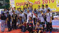 Tim putra Surabaya Bhayangkara Samator menjuarai Proliga 2019 di GOR Amongrogo, Yogyakarta, Minggu (24/2/2019) petang. (Bola.com/Vincentius Atmaja)