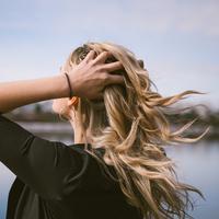Ilustrasi rambut sehat karena tidak keramas setiap hari. (Foto: unsplash.com)