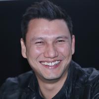 Aktor yang telah puluhan tahun terjun ke dunia akting mencoba genre baru. Christian Sugiono terlibat dalam film bergenre horor. Ia membintangi film Sabrina bersama Luna Maya. (Nurwahyunan/Bintang.com)
