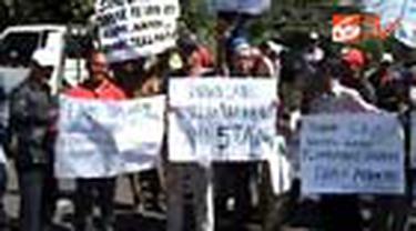 Ratusan mantan karyawan Texmaco di Kendal, Jateng, menuntut perusahaan tekstil itu membayarkan uang pesangon yang bertahun-tahun belum dibayarkan.