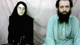Pria asal Kanada Joshua Boyle dan istrinya asal Amerika Serikat, Caitlin Coleman saat disandera oleh Taliban pada tahun 2013. Taliban merilis foto pasangan ini yang disandera sejak tahun 2012. (Coleman family via AP)