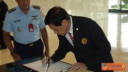 Citizen6, Cilangkap: Asisten Intelijen Panglima TNI Mayjen TNI Tisna Komara menerima Delegasi National Defence College of the Philippines (NDCP/setingkat Lemhannas), Kamis (5/7). (Pengirim: Badarudin Bakri)