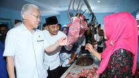 Mendag Enggartiasto Lukito melakukan inspeksi mendadak (sidak) harga bahan kebutuhan pokok di Pasar Blambangan Banyuwangi, Jawa Timur.