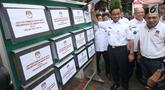 Gubernur DKI Jakarta Anies Baswedan melakukan pengecekan Daftar Pemilih Tetap (DPT) di Kelurahan Cilandak Barat, Rabu (17/10). Pengecekan sebagai langkah menyukseskan Gerakan Melindungi Hak Pemilih (GMHP) di Pemilu Serentak 2019. (Merdeka.com/Arie Basuki)