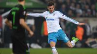 Gelandang berusia 22 tahun, Leon Goretzka saat ini dikaitkan dengan Old Trafford, Leon telah menunda menandatangani kesepakatan baru dengan klub Bundesliga. (AFP/Patrik Stolarz)