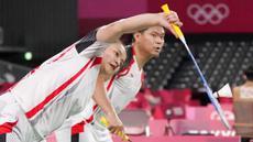 Pil pahit harus ditelan pasangan ganda campuran Indonesia, Praveen Jordan/Melati Daeva Oktavianti, usai langkahnya terhenti di babak perempat final Olimpiade Tokyo 2020. (Foto: AP/Dita Alangkara)