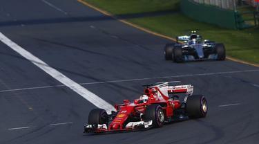 Lewis Hamilton Nikmati Persaingan dengan Pebalap Ferrari - Ragam ... 1f92dddfc2
