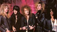 Formasi asli Guns N' Roses di masa kejayaan mereka sewaktu Slash masih bergabung.