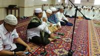 Ucapan rasa syukur, jemaah haji Indonesia gelar zikir dan khataman Alquran di Makkah. (Dream)