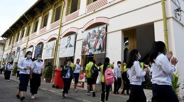 Waspada Virus Corona, Pelajar di Kamboja Beraktivitas Pakai Masker