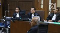 Mantan Kepala Staf Komando Strategis Angkatan Darat (Kostrad) Kivlan Zen menjalani sidang perdana kasus kepemilikan senjata api ilegal di Pengadilan Negeri Jakarta Pusat,  Selasa (10/9/2019). Sidang ini beragenda pembacaan dakwaan oleh Jaksa Penuntut Umum (JPU). (Liputan6.com/Angga Yuniar)