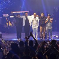 Pongki kembali nahkodai Jikustik dalam konser Jikustik Reunian. (Bambang E Ros/Fimela.com)
