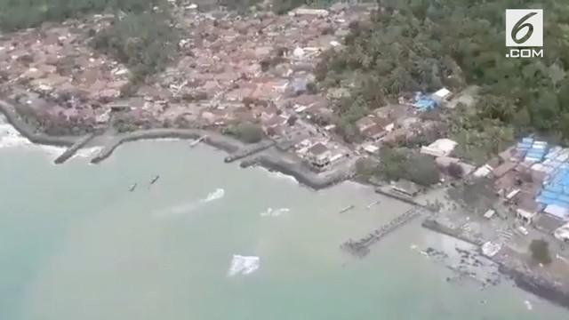 Humas BNPB Sutopo Purwo Nugroho merilis gambar penampakan daratan Lampung Selatan dari udara pascatsunami Selat Sunda.