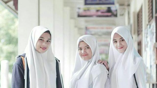 Walau Memakai Seragam Gaya Hijab Anak Sma Ini Wajib Kamu Tiru