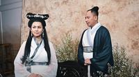 Vicky dan Kalina usung prewedding bertema Galdiator dan Pai Su Cen.(Sumber: YouTube/ RIOMOTRET)