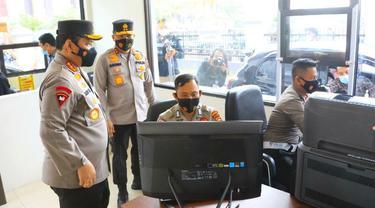 Wakapolri Komjen Gatot Eddy Pramono mengecek pelayanan kepada masyarakat di Polda Riau.