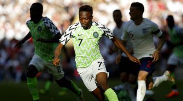 Jersey Nigeria untuk Piala Dunia 2018 terpilih sebagai yang terbaik dari 32 tim. Dalam jajak pendapat yang dilakukan Sky Sports, kaos Super Eagles meraih lebih dari 40.000 suara. (AFP/Ian Kington)
