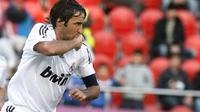 Raul Gonzalez saat masih berbaju Real Madrid, dalam pertandingan La Liga (11/1/2009). Raul senang Barcelona bisa juara Liga Champions. (AFP PHOTO/Jaime Reina)