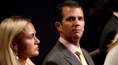 Foto pada tanggal 19 Oktober 2016, Donald Trump Jr. dan istrinya Vanessa Trump menunggu debat calon presiden AS di Las Vegas, Nevada. Donald Trump Jr. digugat cerai sang istri, Vanessa Trump. (Win McNamee / Getty Images / AFP)