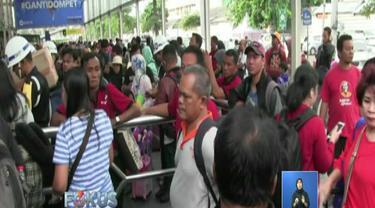 Para calon penumpang mengaku hari ini melakukan perjalanan untuk mengisi libur natal dan tahun baru. Mereka datang ke stasiun dari pagi hari untuk menghindari kepadatan.