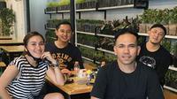 Menengok Kafe Milik Ayu Ting Ting, Ada Mural Karya Wendy Cagur. (dok.Instagram @ayutingting92/https://www.instagram.com/p/CDqhysFlULh/Henry)