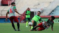 Persebaya saat beruji coba melawan PSID di Stadion Stadion Gelora Delta, Sidoarjo, Sabtu (15/6/2019). (Bola.com/Aditya Wany)