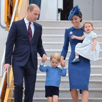 Pangeran William dan Kate Middleton bersama dua anaknya, George dan Charlotte (The Hollywood Life)