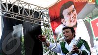 Alunan musik dangdut dari salah satu Capres dari PKB, Rhoma Irama kian memeriahkan suasana kampanye PKB di lapangan Pulomas, Jakarta pada Senin 24 Maret 2014 (Liputan6.com/Helmi Fithriansyah)