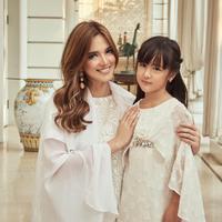 Nia Ramadhani dan Mikhayla Zalindra Bakrie. (Instagram/ramadhaniabakrie)