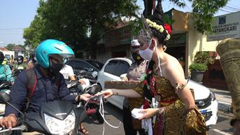 Lawan Covid-19, Gajah Mada dan Tribuana TunggadewiBagikan Masker di Mojokerto