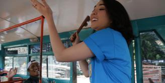 Membintangi film Cek Toko Sebelah menjadi tantangan tersendiri bagi Gisella Anastasia. Di kesempatan pertamanya bermain film ternyata Gisel punya nazar khusus, yaitu ngamen di bus kota. (doc.starvision)