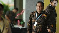 Ketua Bawaslu RI. Abhan saat berada di ruang tunggu Gedung KPK, Jakarta, Selasa (10/10). Bawaslu mengadakan pertemuan dengan pimpinan KPK untuk mensinergikan pengawasan dan pencegahan pelanggaran dana kampanye. (Liputan6.com/Helmi Fithriansyah)