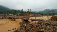 Ketua DPRD Banten Andra Soni mendukung pemerintah pusat yang akan menyelidiki dan menghentikan aktivitas pertambangan penyebab banjir bandang. (Liputan6.com/ Yandhi Deslatama)