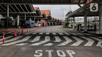 Suasana Bandara Soekarno Hatta, Tangerang, Banten, Sabtu (25/4/2020). Hal tersebut merupakan bagian dari pengendalian transportasi selama masa mudik Lebaran 1441 H untuk mencegah penyebaran COVID-19.  (Liputan6.com/Johan Tallo)