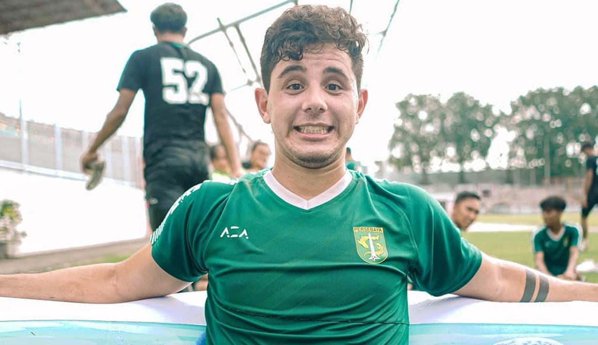 Bruno Moreira, satu dari empat pemain asing yang dimiliki Persebaya untuk jalani Liga 1 2021. Pemain asal Brazil ini memiliki ekspektasi tinggi dari Suporter Persebaya. Pasalnya, ia dinilai mampu bisa gantikan peran Makan Konate yang hengkang dari Persebaya. (Liputan6.com/IG/@officialpersebaya)