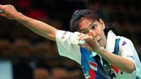 7. Susi Susanti - Susi Susanti adalah seorang legenda sekaligus tunggal putri paling sukses di Indonesia. Di sepanjang kariernya, Susi sudah mengoleksi empat titel All England yaitu pada tahun 1990,1991, 1993 dan 1994. (Bola.com/M Iqbal Ichsan)