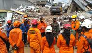 Basarnas masih mencari dan mengevakuasi korban gempa di Mamuju dan Majene, Sulbar. (Foto: Liputan6.com/Abdul Rajab Umar)