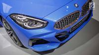 Bagaian lampu depan All-New BMW Z4 terlihat selama ajang Indonesia International Motor Show (IIMS 2019) di JIExpo Kemayoran, Jakarta, Kamis (25/4). Kendaraan dengan mesin 2.0 L 4-silinder tersebut dijual dengan harga Rp1,459 miliar off-the-road. (Liputan6.com/Faizal Fanani)
