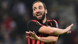 2. Gonzalo Higuain - Juventus butuh mengeluarkan dana sebesar 75 juta poundsterling untuk memboyongnya dari Napoli. Namun produksi golnya mandek hingga akhirnya dipinjamkan ke AC Milan dan Chelsea. (AFP/Miguel Medina)