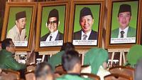 Deretan foto para Ketua Umum PPP terpampang di arena Sidang Paripurna III Muktamar VII PPP di Hotel Panghegar, Bandung, Jawa Barat. (ANTARA)