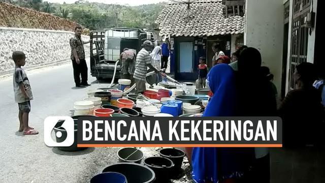 Puluhan desa di Banjarnegara, Jawa Tengah diterpa bencana kekeringan. Akibatnya banyak kepala keluarga yang harus membeli air bersih dalam dirigen untuk kebutuhan sehari-hari.