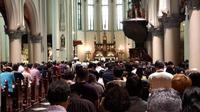 Misa Natal pertama di gereja Katedral berlangsung khidmat